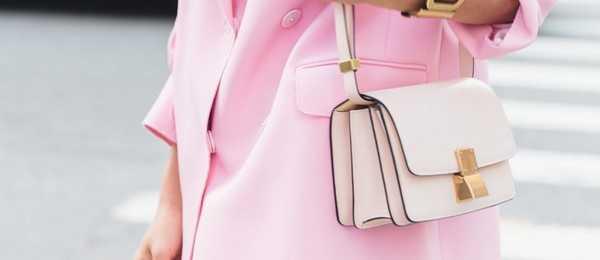dff85f94e198 Модными как и прежде остаются небольшие сумки через плече. Кроме  классических моделей правильной формы, набирают популярность круглые модели  и сумки « ...