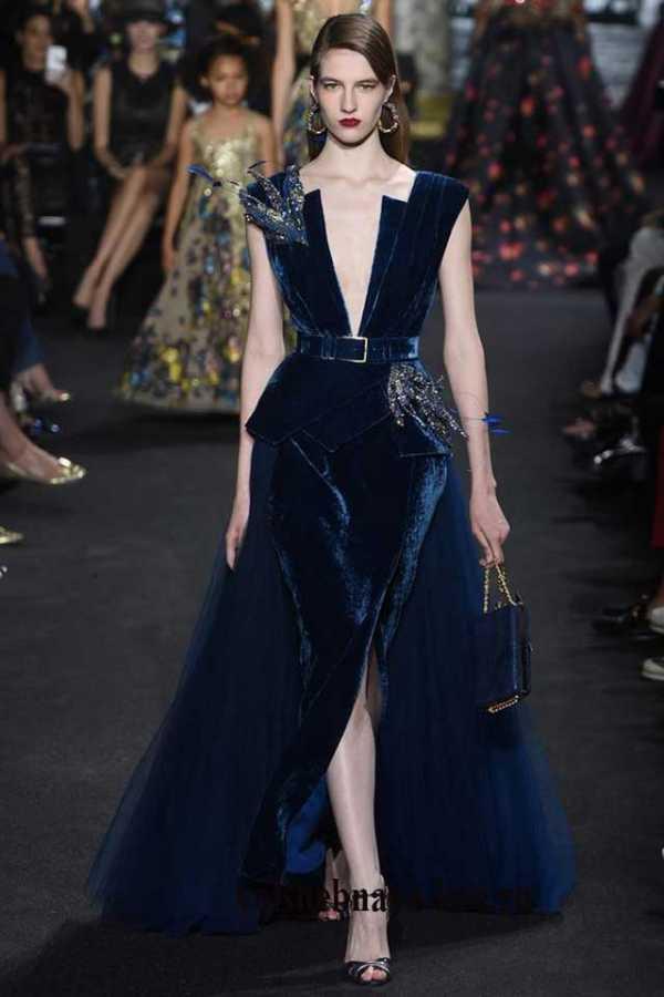 ca8d57d267c Темно синие платья из бархата так же могут заменить привычное офисное  платье футляр черного цвета.