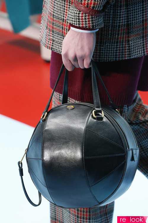 e1ec57213b09 Тем не менее, многие бренды предлагают сумки именно такого вида:  оригинально и необычно смотрятся! На фото – модели сумок из коллекций  брендов Gucci, ...